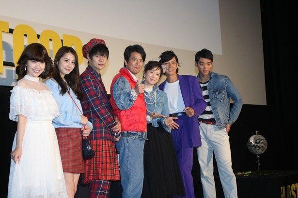 【写真を見る】マーティにチェッカーズ!窪田正孝、佐々木希らが80年代ファッションに身を包む